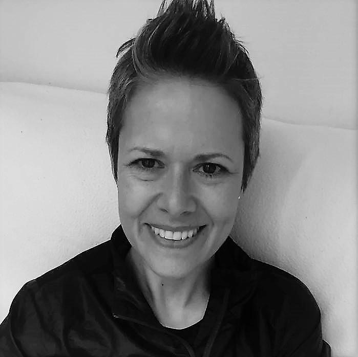Thea Lindquist headshot
